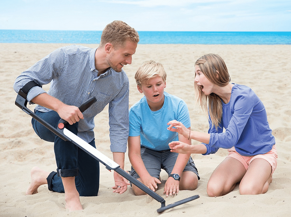 beach detecting with national geographic